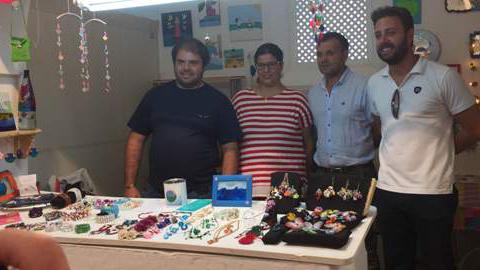 Conil de la Frontera vuelve a abrir su Mercado de Artesanía, situado en el edificio del antiguo Mercado de Abastos, con propuestas en cerámica, pintura, estampaciones o trabajos con cuerdas y telas