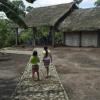 La Escuela de San Francisco Xavier, afectada por el último terremoto en la comunidad ecuatoriana de Peripa, podrá reconstruir sus instalaciones gracias a un convenio con el Ayuntamiento de Fernán Núñez