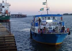 El itinerario de la Canoa de Punta Umbría en su recorrido hasta Huelva sigue siendo un año más uno de los principales atractivos turísticos tras su declaración como punto de Interés Turístico de Andalucía