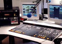 Más de una veintena de ayuntamientos andaluces tienen privatizadas sus radios públicas locales y vulneran la Ley de Ordenación y Control de las Emisoras Municipales