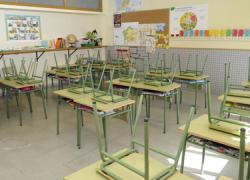 Los padres y madres del alumnado de 1ª de ESO del IES Fuente Grande de Alcalá del Valle se concentrarán cada día para pedir un aula más para el curso
