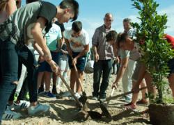 El Ayuntamiento de Atarfe cede unos terrenos para un proyecto pionero de huerto escolar a los centros educativos IES Ilíberis y CEIP Clara Campoamor