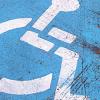 Las personas con movilidad reducida de Roquetas de Mar disfrutan de la señalización de aparcamientos, dentro de un paquete de medidas sobre movilidad
