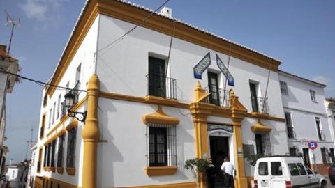 Manilva mejora las condiciones de sus autónomos y fomenta el autoempleo a través de la firma de un convenio entre UPTA-A y el Ayuntamiento del municipio