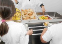 Chiclana vuelve a poner en marcha el servicio de comedor para los niños y niñas de las familias en riesgo de exclusión social de la ciudad durante las fechas navideñas