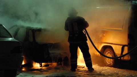 17 bomberos del parque de Gerena cumplen un año sin cobrar sus nóminas y planean movilizaciones mientras Ayuntamiento y Diputación eluden responsabilidades