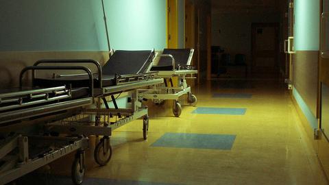 Los vecinos y vecinas de Vejer de la Frontera se manifiestan para reivindicar la construcción de la depuradora y la instalación de la red eléctrica del Hospital Comarcal