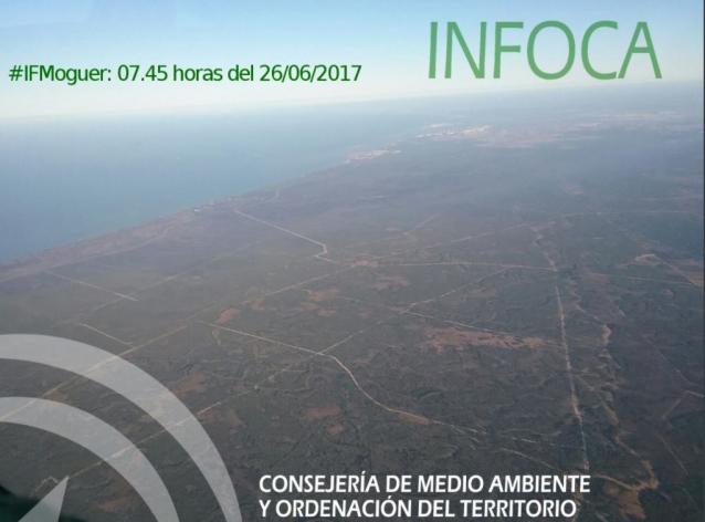 Los equipos de extinción acotan dos de los tres focos del incendio en el entorno de Doñana y trabajan en acotar un tercero