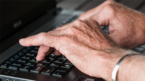 Las personas mayores de nueve municipios cordobeses podrán llevar a cabo estudios universitarios