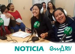 Las alumnas del taller de convivencia intercultural de EMA-RTV conmemoran el 8M haciendo radio en directo en el Encuentro por la Igualdad de San Juan de Aznalfarache