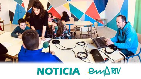 """EMA-RTV celebra un nuevo programa de radio """"Ponle Voz a los Cuidados"""" junto al alumnado del CEIP La Esperanza de Cantillana (Sevilla) para promover una infancia más crítica y participativa"""