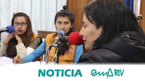 'Rompiendo el Silencio', el programa de radio de Radio Atipiri en colaboración con EMA-RTV, hecho por y para mujeres en la ciudad de El Alto en Bolivia