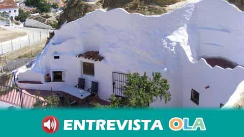 La localidad de Guadix, en Granada, impulsa el atractivo turístico de sus casas cuevas